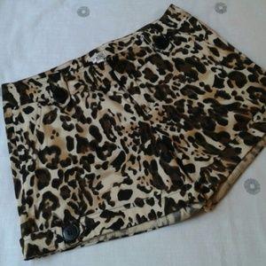 Cache leopard print shorts